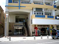 宮古島のセイルイン宮古島 - 1階がおみやげ屋さんです