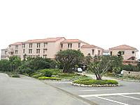 宮古島のシギラベイサイドスイート アラマンダ - フロントがあるメインエントランス