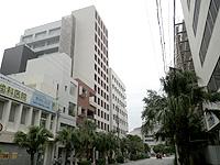 那覇のアルモントホテル那覇・県庁前(2016年開業予定) - 琉球新報ビルのすぐ近くで近くにビジホ多し