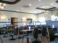 那覇の那覇ビーチサイドホテル - ロビーは綺麗ですが、あまりくつろげません。