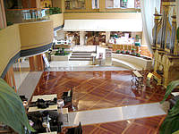 那覇のロワジールホテル那覇 - ロビーは吹き抜けで広々