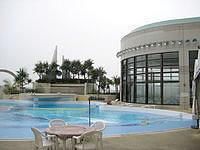那覇のロワジールホテル那覇 - 屋外プールと屋内プール