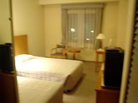 那覇のパシフィックホテル沖縄 - ツイン。一人でツインに泊まったので、最高でした。