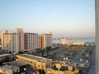 那覇のパシフィックホテル沖縄 - 景色はこんな感じ。特に良い景色ではありません。