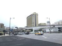 那覇のリーガロイヤルグラン沖縄 - 明治橋交差点から見たホテル
