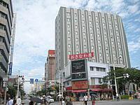 那覇のホテルロコアナハ - まさに国際通り入口に建つホテル