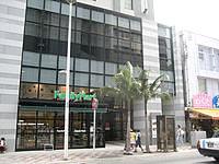 那覇のホテルロコアナハ - 1階がコンビニなのが嬉しい