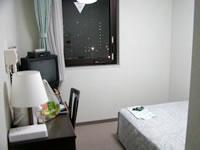 那覇のルートイングランティア那覇(旧:ホテルグランティア那覇/ホテルルートイン那覇) - 部屋は狭いです。特徴はほとんどない部屋です。