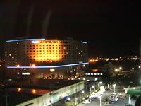 那覇のルートイングランティア那覇(旧:ホテルグランティア那覇/ホテルルートイン那覇) - 景色はまぁまぁ。ロジワールが目の前ですけど。