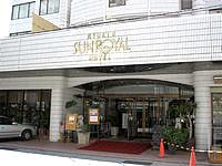 那覇の琉球サンロイヤルホテル - 意外と普通のホテルのエントランス - 意外と普通のホテルのエントランス