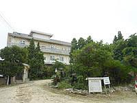 沖永良部島の観光ホテル東 - 裏手には西郷ソテツがあります