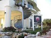 瀬底島のペンション 美ら島 - 3階建てなので海まで見渡せるかも?