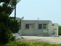 瀬底島の瀬底島ゲストハウス かふぅ村 - 基本プレファブの建物