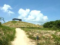 竹富島の星のや竹富島 - コテージ群の中に人工的な丘?