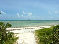 竹富島の星のや竹富島 - コテージ側から行ける海はイマイチ