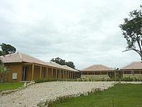 竹富島のピースアイランド竹富島 - 赤瓦のコテージ群