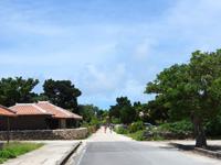 竹富島の島宿 願寿屋 - 港から歩くと最初にある建物