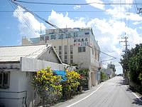 渡嘉敷島の民宿阿波連荘 - 阿波連集落の入口付近にあります