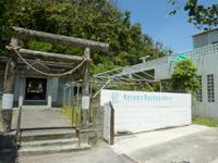 渡嘉敷島のケラマバックパッカーズ - 渡嘉敷港がある集落の奥。神社の真横