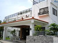 渡嘉敷島のリーフINN国吉(リーフイン国吉) - 建物も玄関もとってもキレイです