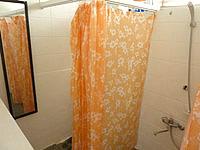 渡嘉敷島の海宿 がき家/ペンション我喜屋(マリンハウス我喜屋商店) - カフェ横のトイレは洗浄便座付きでシャワーもある
