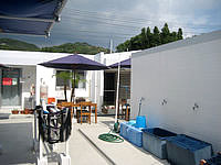 渡嘉敷島のペンション ハーフタイム - 中庭の回りに部屋を配置