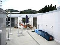 渡嘉敷島のペンション ハーフタイム - ダイビング用にいろいろ整備されている