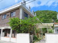 渡嘉敷島の旅館村元 - 渡嘉敷港からすぐの場所にあります