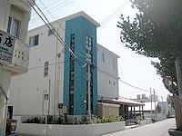 渡嘉敷島のペンション ニライカナイ - 手前には阿波連荘