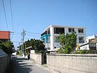 渡嘉敷島のペンション ニライカナイ - 阿波連集落中から見る