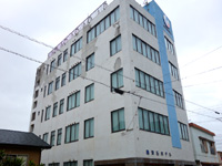 徳之島のビジネスホテル亀津石ホテル - 外壁がかなり老朽化している・・・
