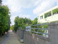 渡名喜島の民宿ムラナカ - ターミナル食堂の前の道の先にあり