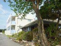 屋我地島の海人の宿 - 隣に古民家の沖縄そば屋あり