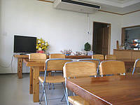 与那国島の民宿はいどなん - 新館1階の食堂。ネットが有線LANで可能。