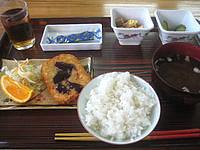 与那国島の民宿はいどなん - 食事は旧館泊でも新館1階の食堂で食べる。