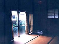 与那国島の民宿おもろ - 総木彫の部屋でした