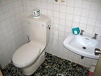 与那国島のこみね旅館 - トイレ&シャワーはかなり狭い