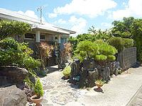 与路島の民宿津留/津留旅館 - 立派な庭があります