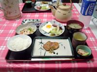 与論島の民宿楽園荘(ペンションパラダイス楽園荘) - ヨロンマラソン当日の朝食。朝5時から食べれます。
