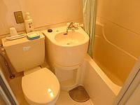 与論島のホテル青海荘 - 本館客室の水廻り