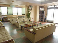 与論島のホテル青海荘 - ロビーは広々としています