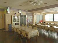 与論島のホテル青海荘 - 食堂にはお茶などフリードリンクもあり