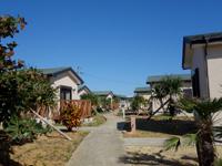 与論島の大金久海岸コテージ村 - コテージ村の中