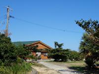 与論島の大金久海岸コテージ村 - 管理棟があるけど何が出来るのか不明?