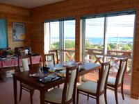 与論島のイチョーキ・ヴィラ - 食堂は朝から夕方までの限定で使用可能