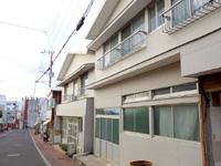 与論島の松園旅館/民宿松園(しょうえん) - 中央通り沿いに同じ建物が2つ?