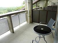 与論島のホテルヨロン島ビレッジ ホテルタイプ - 景色が一望だが隣の部屋も丸見え