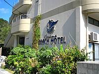 座間味島のケラマビーチホテル - ホテルの入口は脇道に入った場所にある