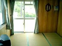 座間味島の民宿宮乃里 - 部屋はシンプルな和室。落ち着きます。