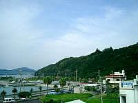 座間味島の民宿宮乃里 - 屋上からの景色はまぁまぁ。隣の宿の部屋が丸見えなのはいただけません。